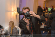 Filmball Cocktail - Kempinski Vienna - Do 12.03.2015 - Herbert WALLNER (Kamera, beim Fotografieren)24