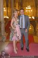 Vienna Filmball - Rathaus - Sa 14.03.2015 - Rebecca RAPP mit Freund Manfred LUGER5