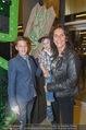 Shrek Premiere - Wiener Stadthalle - Di 17.03.2015 - Maya HAKVOORT mit ihren Kindern Jason und Joshua7