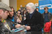 Kinopremiere ´Ma Folie´ - Urania Kino - Di 24.03.2015 - Michael HANEKE gibt Autogramme28