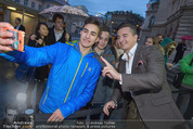 Amadeus - Red Carpet - Volkstheater - So 29.03.2015 - Andreas GABALIER mit Fans48