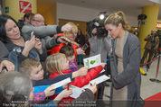 Kinopremiere ´Gespensterjäger´ - Village Cinemas - Do 02.04.2015 - Anke ENGELKE schreibt Autogramme24