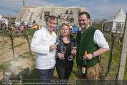 Opening - WeinBlick Feuersbrunn - Sa 11.04.2015 - Toni M�RWALD mit Ehefrau Eva, Stefan SWOBODA7