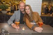 Opening - L´Osteria - Do 23.04.2015 - Erwin WURM mit Ehefrau Elise (MOUGIN)22