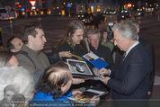 Kinopremiere - Urania - Do 23.04.2015 - Alan RICKMAN schreibt Autogramme18