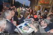 Kinopremiere - Urania - Do 23.04.2015 - Alan RICKMAN schreibt Autogramme20