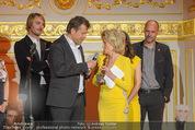 Romy Akademiepreise - Hofburg - Do 23.04.2015 - Puls4-Team auf der B�hne, Markus BREITENECKER, Elisabeth G�RTL47