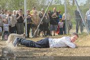 Frühlingsfest - Gut Aiderbichl Gänserndorf - Sa 25.04.2015 - Rupert EVERETT mit F�chsen, Fuchs, Fuchsbau165