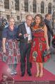 Romy Gala 2015 - Red Carpet - Hofburg - Sa 25.04.2015 - Simon SCHWARZ mit Tochter Helene und Freundin Magdalena (?)106