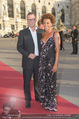 Romy Gala 2015 - Red Carpet - Hofburg - Sa 25.04.2015 - Florens EBLINGER, Arabella KIESBAUER3