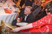 Romy Gala 2015 - Aftershowparty - Hofburg - Sa 25.04.2015 - Axel PRAHL gibt Autogramm auf Gipsfu�23