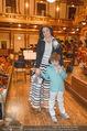 Hibla Gerzmava Charity - Musikverein - Do 30.04.2015 - Anna NETREBKO mit Sohn Tiago (zum 1. mal in einem Klassikkonzert5