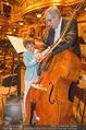 Hibla Gerzmava Charity - Musikverein - Do 30.04.2015 - Tiago (Sohn von A. Netrebko) versucht sich am Chello (?)79