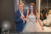 Opening - Vera Wang Steinecker - Di 05.05.2015 - Peter RAPP mit Tochter Roxanne (im Brautkleid)41