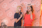 Bettina Assinger Kollektion - Jones Store - Di 12.05.2015 - Johanna SETZER, Miriam HIE44