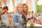 Bettina Assinger Kollektion - Jones Store - Di 12.05.2015 - Vivi GASTINGER, Andrea BOCAN57