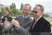 Staatsakt 60 Jahre Staatsvertrag - Oberes Belvedere - Fr 15.05.2015 - Christoph LEITL, Rudolf KASKE machen Selfie am Balkon138