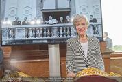 Staatsakt 60 Jahre Staatsvertrag - Oberes Belvedere - Fr 15.05.2015 - Annemarie FIGL vor Staatsvertragsfoto mit ihrem Vater Leopold145