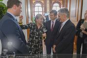 Staatsakt 60 Jahre Staatsvertrag - Oberes Belvedere - Fr 15.05.2015 - Agnes HUSSLEIN, Josef OSTERMAYER, Werner FAYMANN mit Molotowglas39