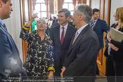 Staatsakt 60 Jahre Staatsvertrag - Oberes Belvedere - Fr 15.05.2015 - Agnes HUSSLEIN, Josef OSTERMAYER, Werner FAYMANN mit Molotowglas40