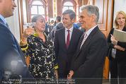 Staatsakt 60 Jahre Staatsvertrag - Oberes Belvedere - Fr 15.05.2015 - Agnes HUSSLEIN, Josef OSTERMAYER, Werner FAYMANN mit Molotowglas42