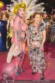 Lifeball Red Carpet - Rathaus - Sa 16.05.2015 - Hannelore ELSNER mit fast nacktem Gast, Busenfrau188