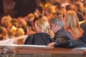 Lifeball Eröffnung - Rathaus - Sa 16.05.2015 - Charlize THERON, Sean PENN (kuschelnd, k�ssend)88