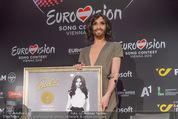 Conchita Wurst PK - Stadthalle Wien - Do 21.05.2015 - Conchita WURST mit Platin-Auszeichnung Platte19