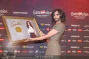 Conchita Wurst PK - Stadthalle Wien - Do 21.05.2015 - Conchita WURST mit Platin-Auszeichnung Platte49