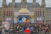 The MakeMakes Live - Rathausplatz - Do 21.05.2015 - Rathaus, Publikum, G�ste, Stimmung, Menschenmasse, Besucher,Fan22