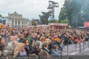 The MakeMakes Live - Rathausplatz - Do 21.05.2015 - Rathaus, Publikum, G�ste, Stimmung, Menschenmasse, Besucher,Fan23