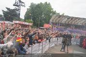 The MakeMakes Live - Rathausplatz - Do 21.05.2015 - Rathaus, Publikum, G�ste, Stimmung, Menschenmasse, Besucher,Fan25