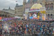 The MakeMakes Live - Rathausplatz - Do 21.05.2015 - Rathaus, Publikum, G�ste, Stimmung, Menschenmasse, Besucher,Fan37