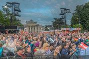 The MakeMakes Live - Rathausplatz - Do 21.05.2015 - Rathaus, Publikum, G�ste, Stimmung, Menschenmasse, Besucher,Fan7