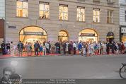 Opening - Cashmere & Silk Store - Do 11.06.2015 - G�ste au�en, Gesch�ft, Geb�udefront, Auslage, Red Carpet175