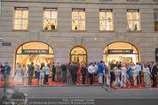 Opening - Cashmere & Silk Store - Do 11.06.2015 - G�ste au�en, Gesch�ft, Geb�udefront, Auslage, Red Carpet176