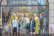 Opening - Cashmere & Silk Store - Do 11.06.2015 - Auslage mit Models65