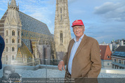 Peschev Kollektionspräsentation - Penthouse am Stephansplatz - Di 16.06.2015 - Niki LAUDA (Portrait vor dem Stephansdom)126