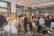 Pamela Anderson Shoppingtour - Innenstadt Wien - Do 18.06.2015 - Pamela ANDERSON bei Weisz11