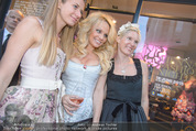Pamela Anderson Shoppingtour - Innenstadt Wien - Do 18.06.2015 - Pamela ANDERSON spaziert durch Wien Vienna mit Weinglas14