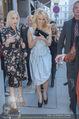 Pamela Anderson Shoppingtour - Innenstadt Wien - Do 18.06.2015 - Pamela ANDERSON spaziert durch Wien Vienna mit Weinglas16