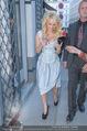 Pamela Anderson Shoppingtour - Innenstadt Wien - Do 18.06.2015 - Pamela ANDERSON spaziert durch Wien Vienna mit Weinglas17