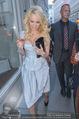 Pamela Anderson Shoppingtour - Innenstadt Wien - Do 18.06.2015 - Pamela ANDERSON spaziert durch Wien Vienna mit Weinglas21