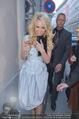 Pamela Anderson Shoppingtour - Innenstadt Wien - Do 18.06.2015 - Pamela ANDERSON spaziert durch Wien Vienna mit Weinglas23