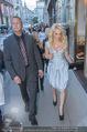 Pamela Anderson Shoppingtour - Innenstadt Wien - Do 18.06.2015 - Pamela ANDERSON spaziert durch Wien Vienna mit Weinglas25