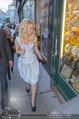 Pamela Anderson Shoppingtour - Innenstadt Wien - Do 18.06.2015 - Pamela ANDERSON spaziert durch Wien Vienna mit Weinglas26