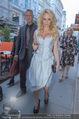 Pamela Anderson Shoppingtour - Innenstadt Wien - Do 18.06.2015 - Pamela ANDERSON spaziert durch Wien Vienna mit Weinglas27