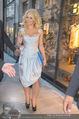 Pamela Anderson Shoppingtour - Innenstadt Wien - Do 18.06.2015 - Pamela ANDERSON spaziert durch Wien Vienna mit Weinglas39