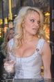 Pamela Anderson Shoppingtour - Innenstadt Wien - Do 18.06.2015 - Pamela ANDERSON spaziert durch Wien Vienna mit Weinglas40