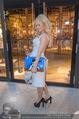 Pamela Anderson Shoppingtour - Innenstadt Wien - Do 18.06.2015 - Pamela ANDERSON spaziert durch Wien Vienna mit Weinglas43